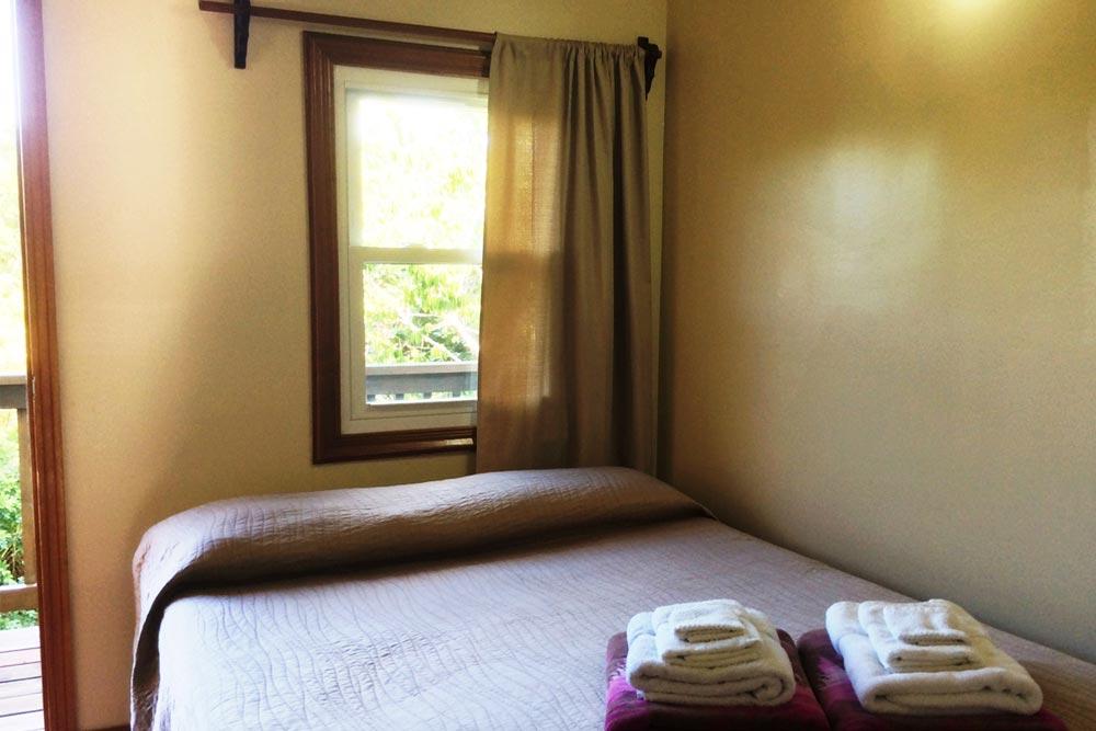 upper-guest-bedroom-2
