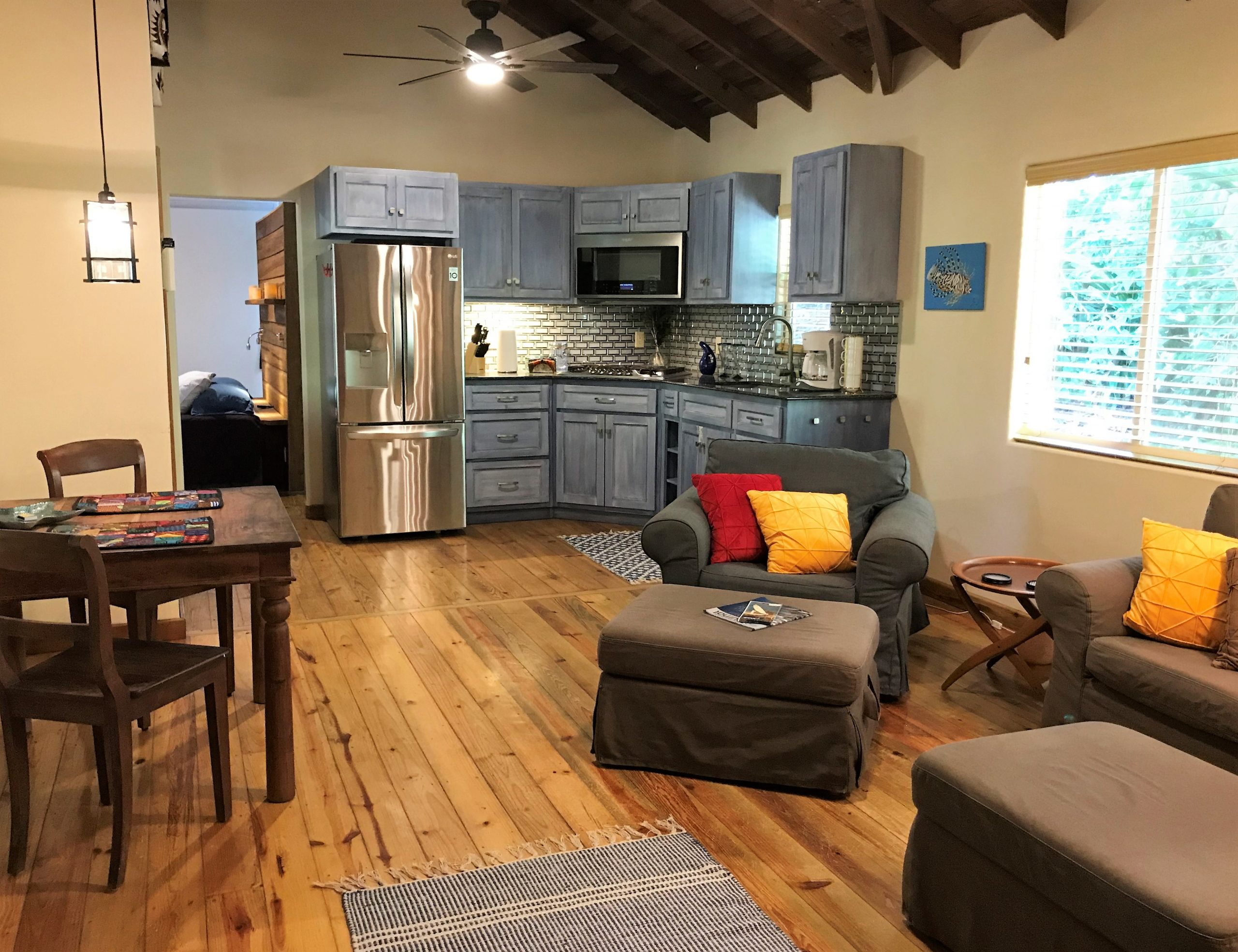 Mama-Dancer-living-room-kitchen-scaled