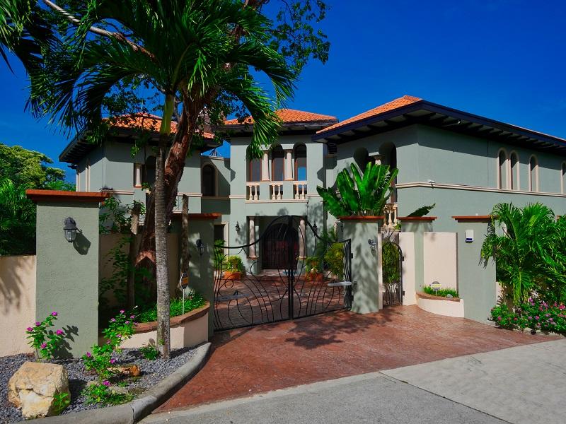 Casa-Lynda-entrance